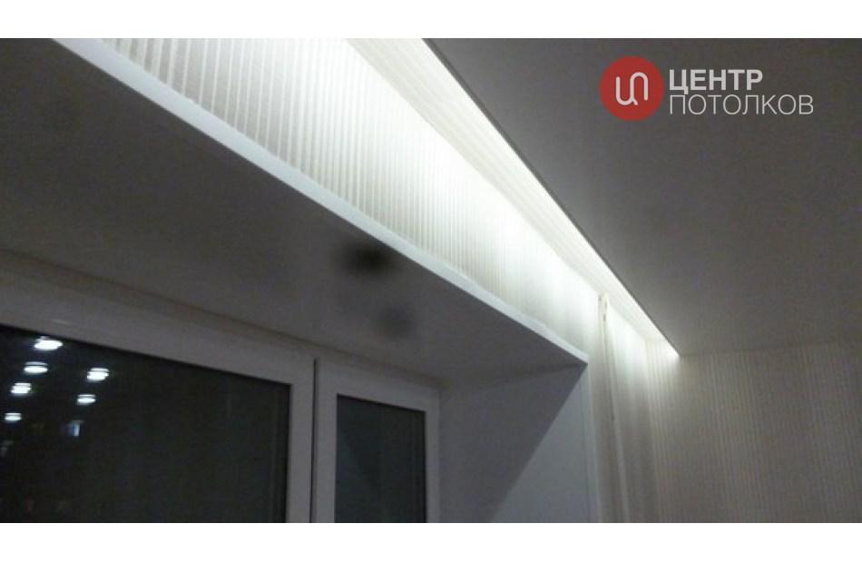 Натяжной потолок с потолочным карнизом