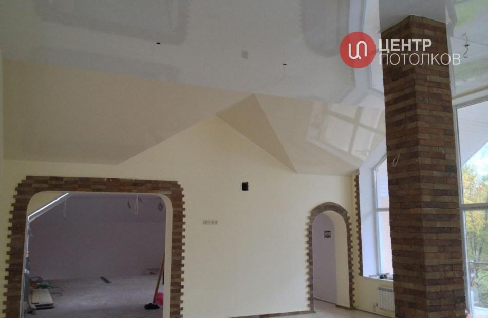 Натяжной потолок в мансардах